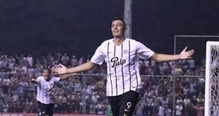"""De la mano de Óscar """"Tacuara"""" Cardozo, Libertad buscará la victoria ante la Universidad Católica de Chile por la Copa Libertadores. (Foto APF)"""