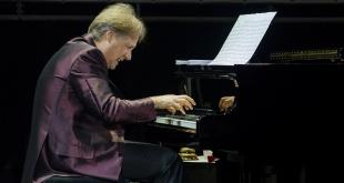 Richard Clayderman, conocido como uno de los pianistas más exitosos a nivel mundial.