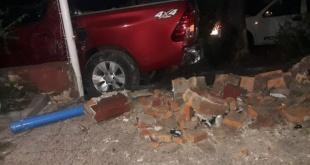 La víctima es Víctor Sotelo (45), quien guiaba una camioneta de la marca Toyota, modelo Hilux, color rojo, sin chapa. Foto: Calixto González.