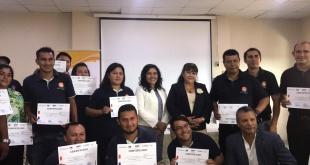 Los flamantes profesionales recibieron sus certificados de manos de la ministra de Turismo, Sofía Montiel de Afara y la directora general del SNPP, Addis Merlo de Maciel.