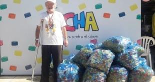 La colecta consiste en recolectar tapitas de botellas, envases de refrescos, etc., para ayudar a mejorar la calidad de vida de niños con cáncer.