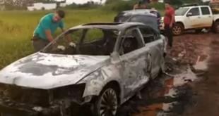 Los efectivos policiales fueron alertados y se constituyeron para realizar la verificación correspondiente del vehículo. Foto: Captura de video de Radio Oásis.