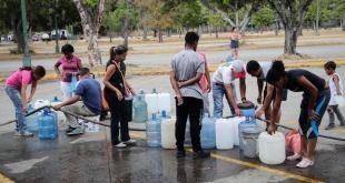 Los venezolanos siguen sin acceso al vital líquido, tras el apagón.