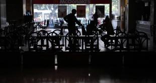 Desde el viernes, los venezolanos están soportando el apagón que les priva de varios servicios básicos. Foto: El comercio.