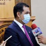 """Cuestionan política del """"mendiguismo"""" para conseguir vacunas contra el Covid-19"""