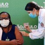Una enfermera de San Pablo, la primera vacunada contra el coronavirus en Brasil
