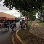 Pulseada de camioneros y comerciantes que cierran acceso al puerto deriva en caos vial en capital de Itapúa