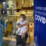 Uruguay comienza la campaña de vacunación: prioridad para maestros y las fuerzas de seguridad