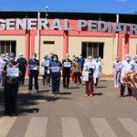 Personales de blanco del Hospital Acosta Ñu exigen vacunarse contra el Covid-19