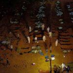 La falta de insumos y un récord de entierros sorprenden a Brasil en la peor hora de la pandemia